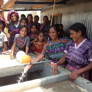 Pacoj Running Water women at the pila